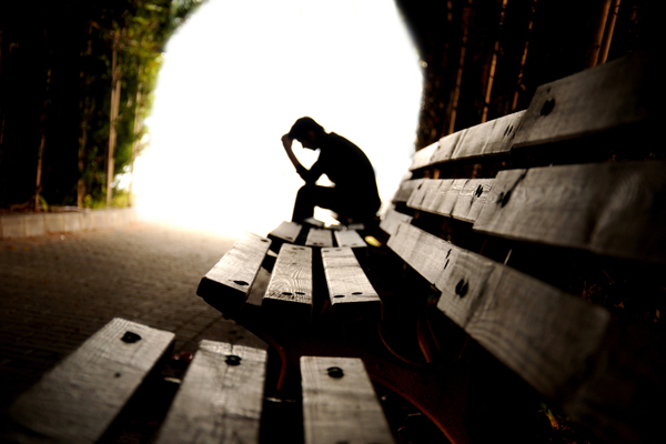 Mann auf Bank Depression